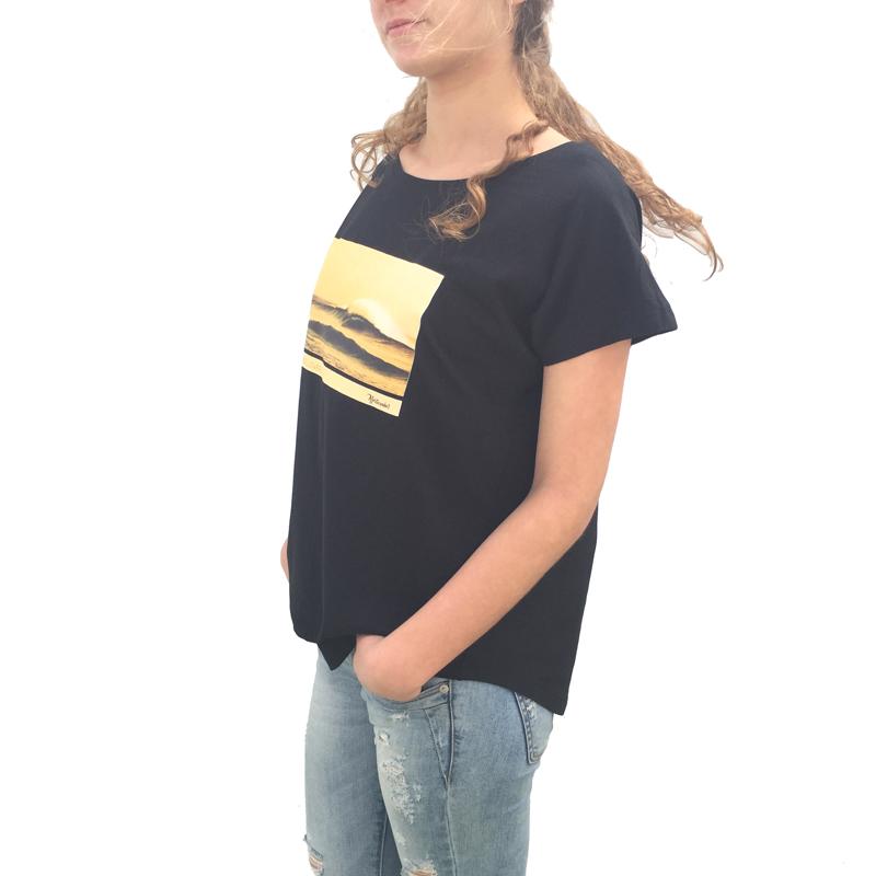 Ola en El Cotillo Lateral modelo camiseta mujer