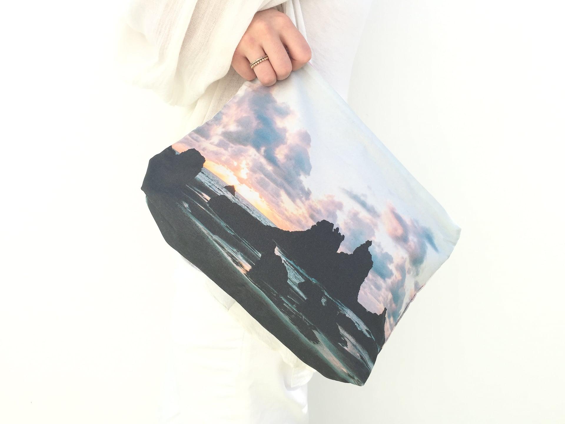Benijo_beach-model-pouch
