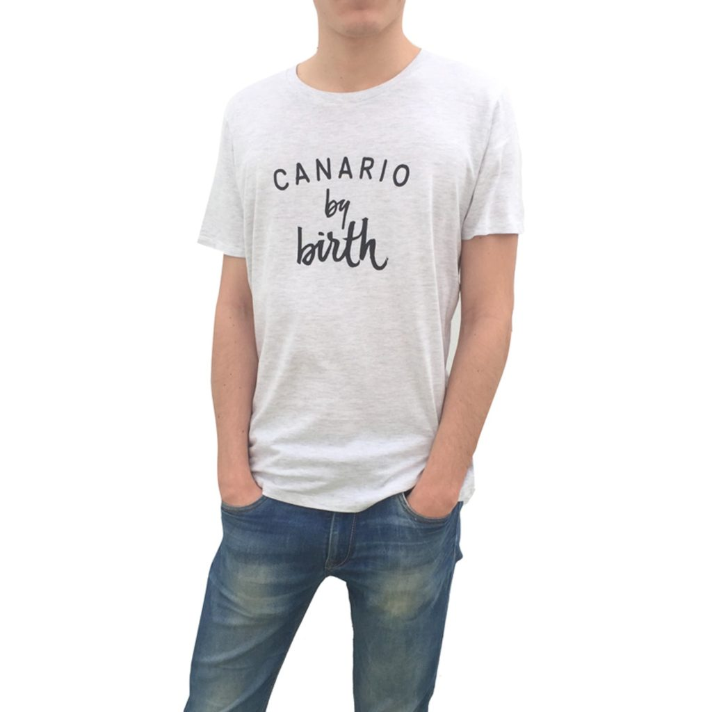 Canario by birth negro frontal hombre camiseta
