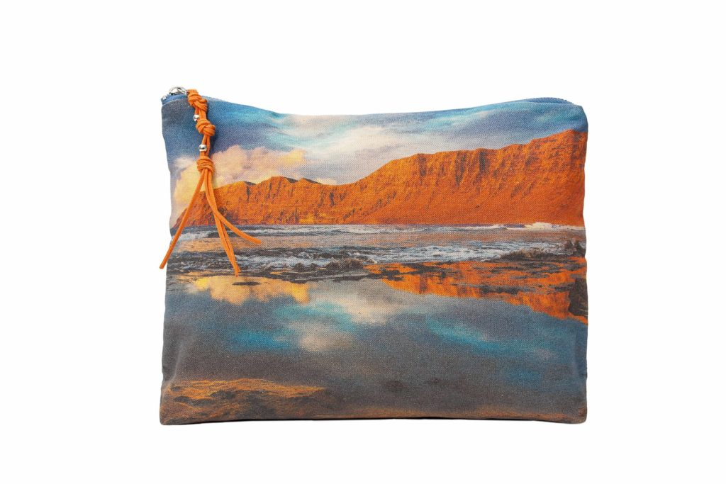 Famara frontal pouch