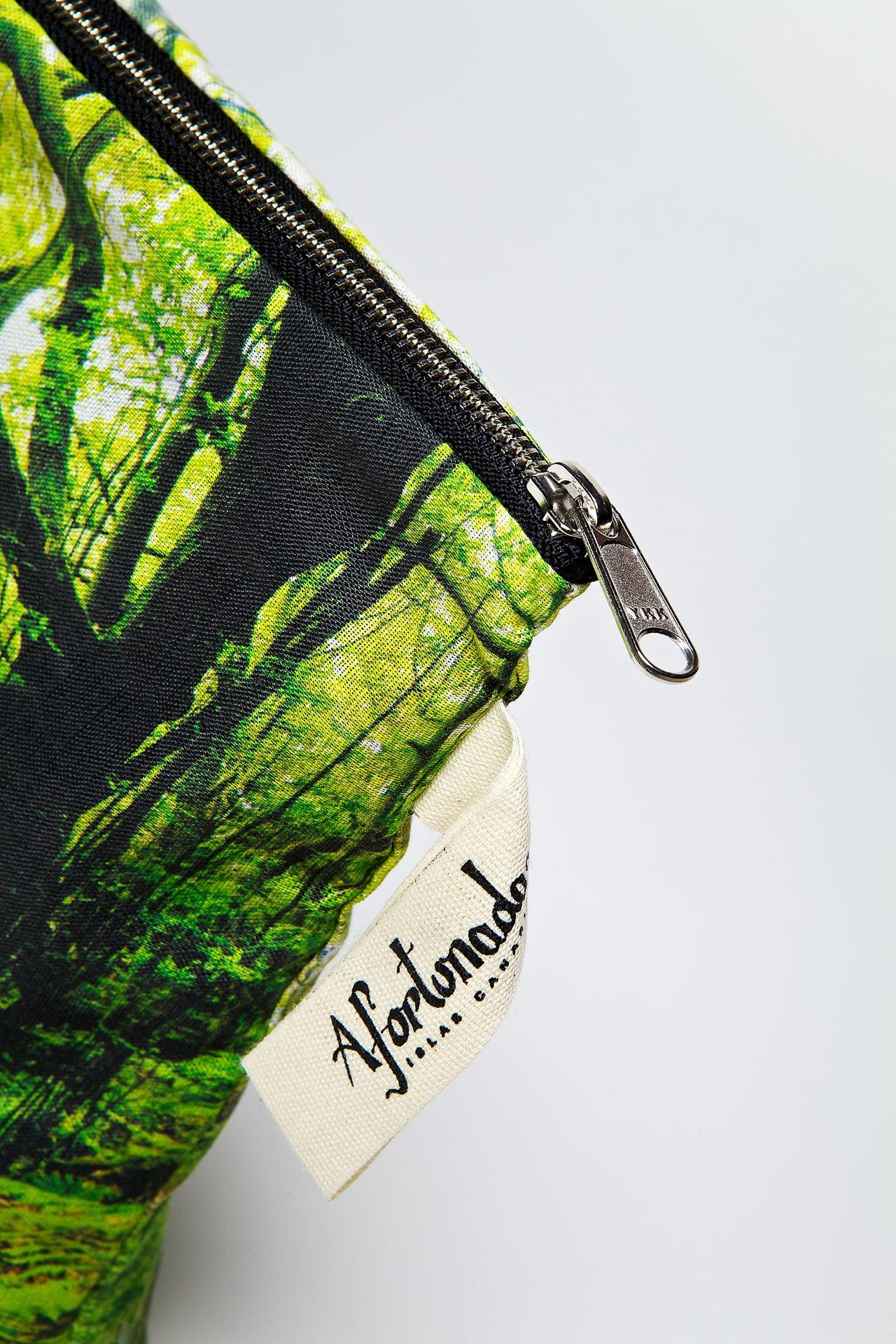 Los_Tilos_forest-detail-pouch