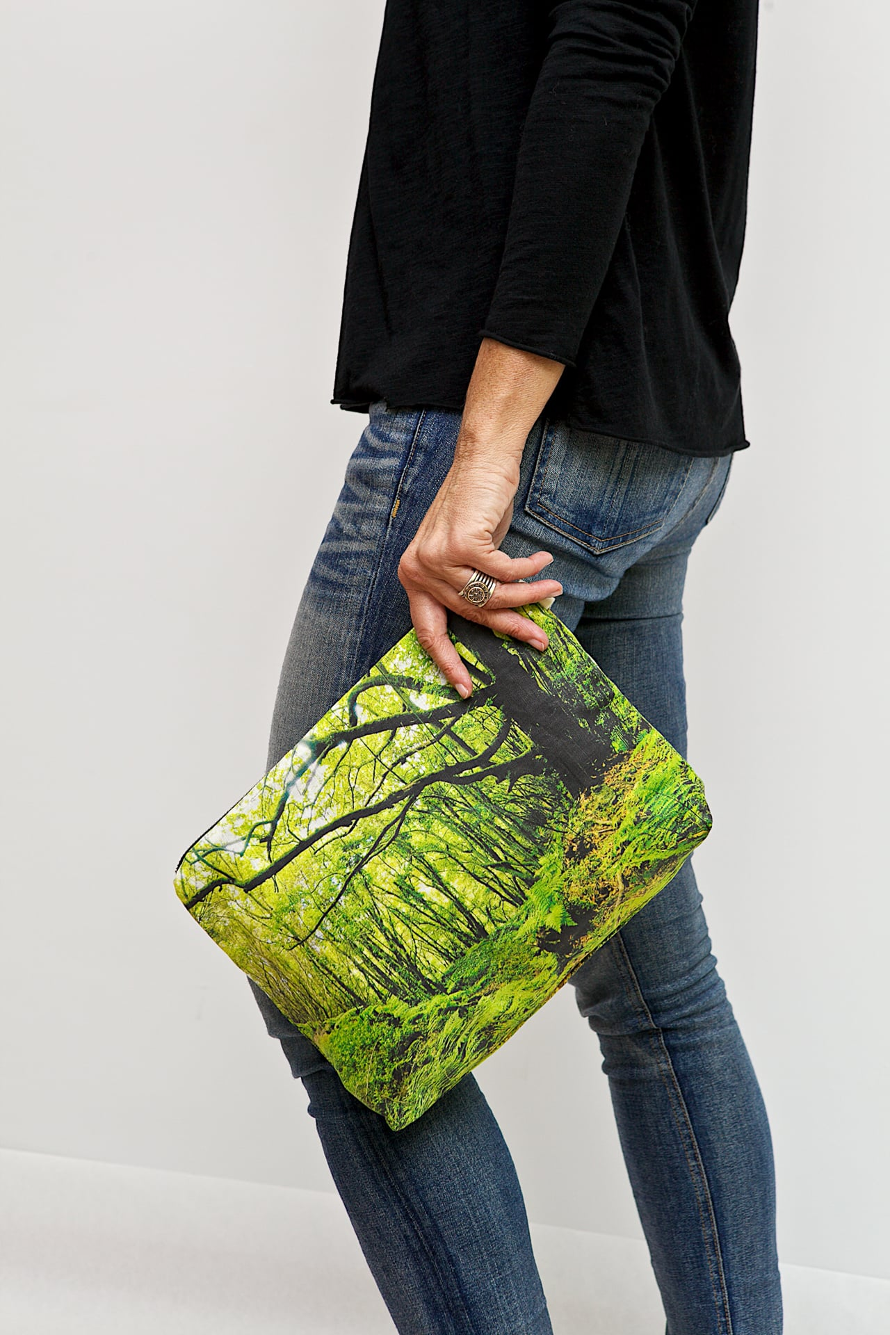 Los_Tilos_forest-model-pouch