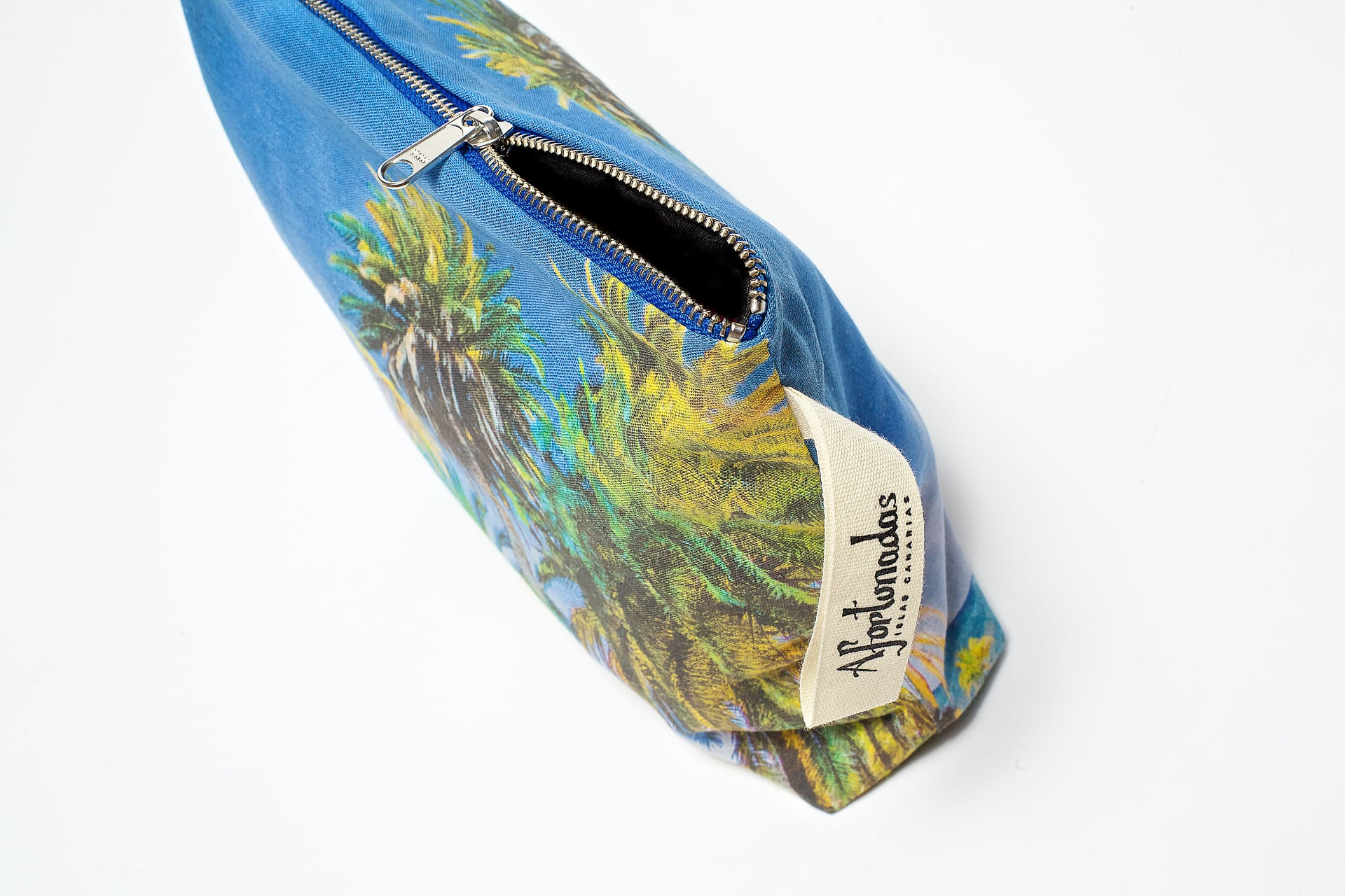 Palm_trees_in_the_night_detail_pouch