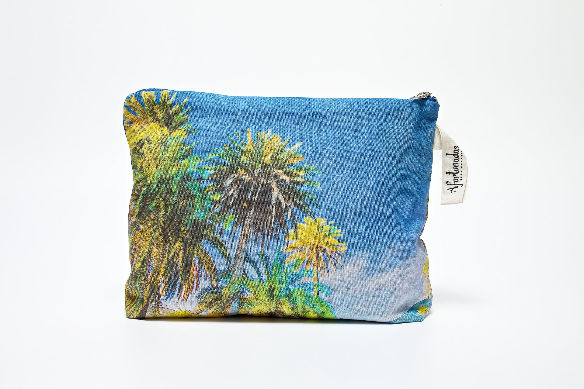 Palm_trees_in_the_night_frontal_pouch