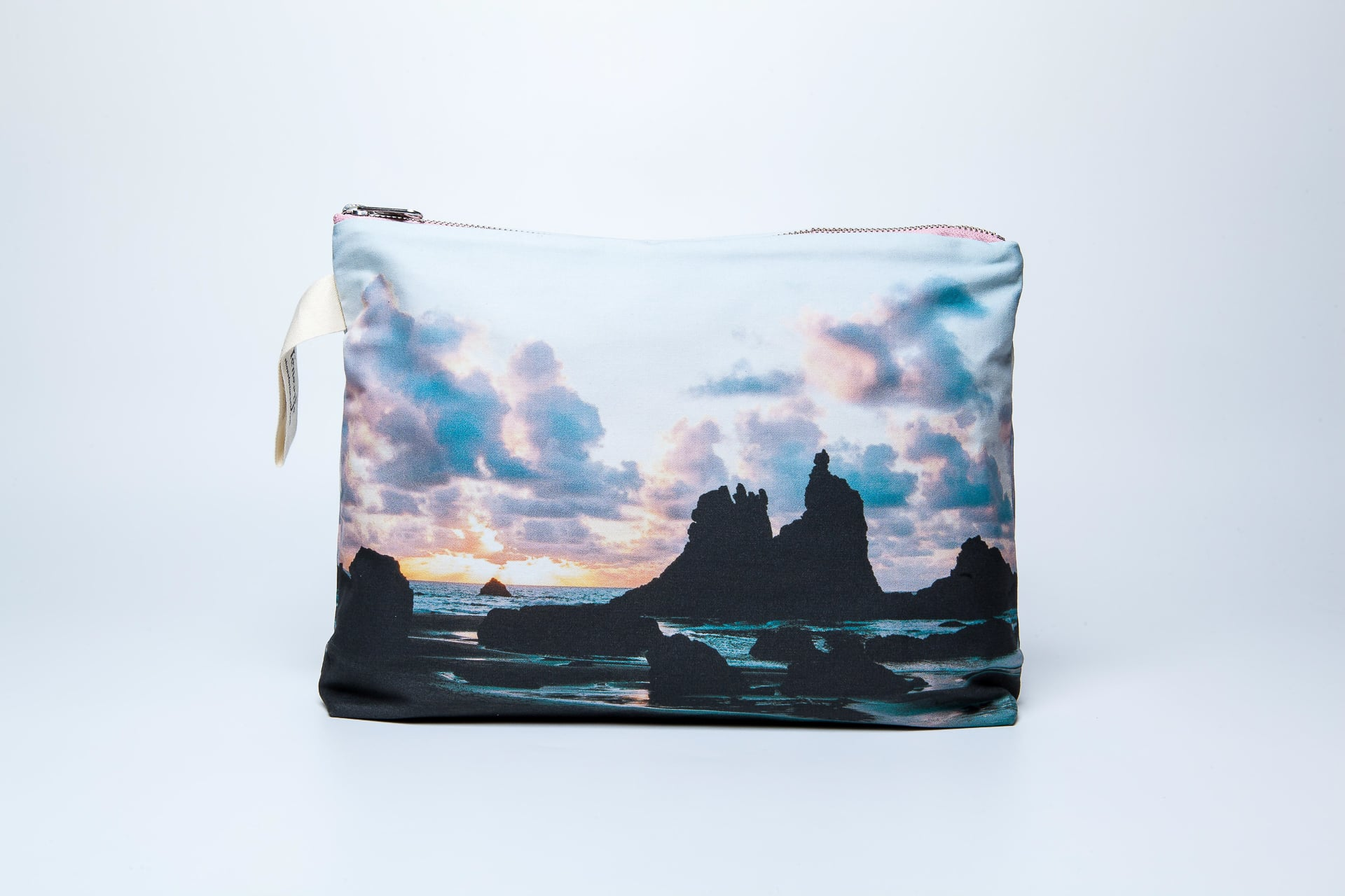 Benijo_beach-frontal-pouch