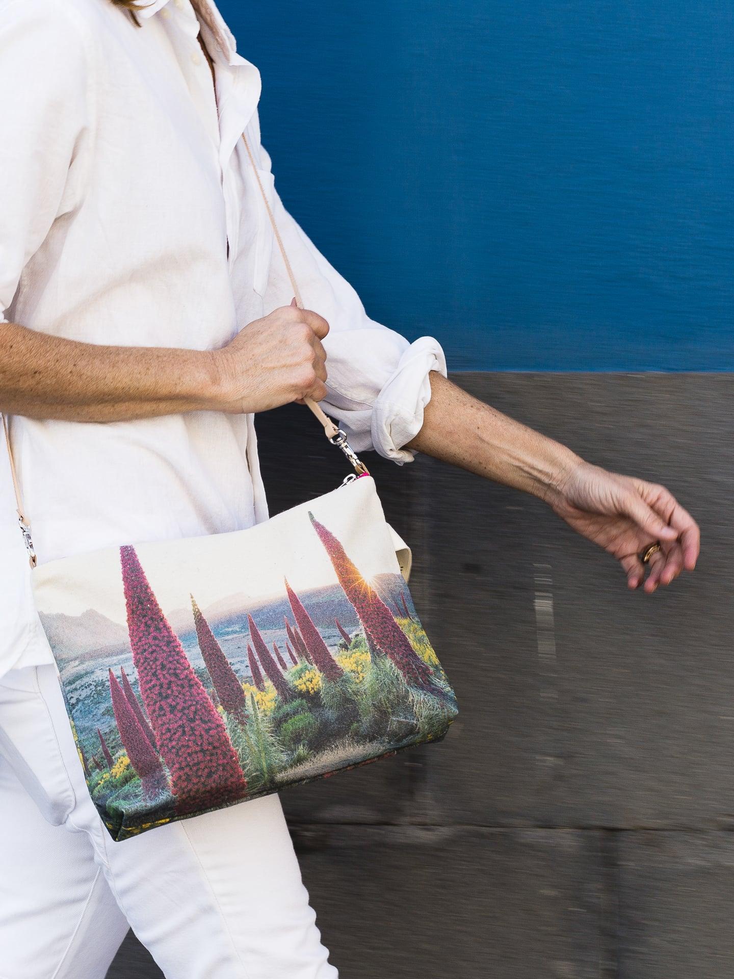 Tajinaste_in_spring-model-pouch