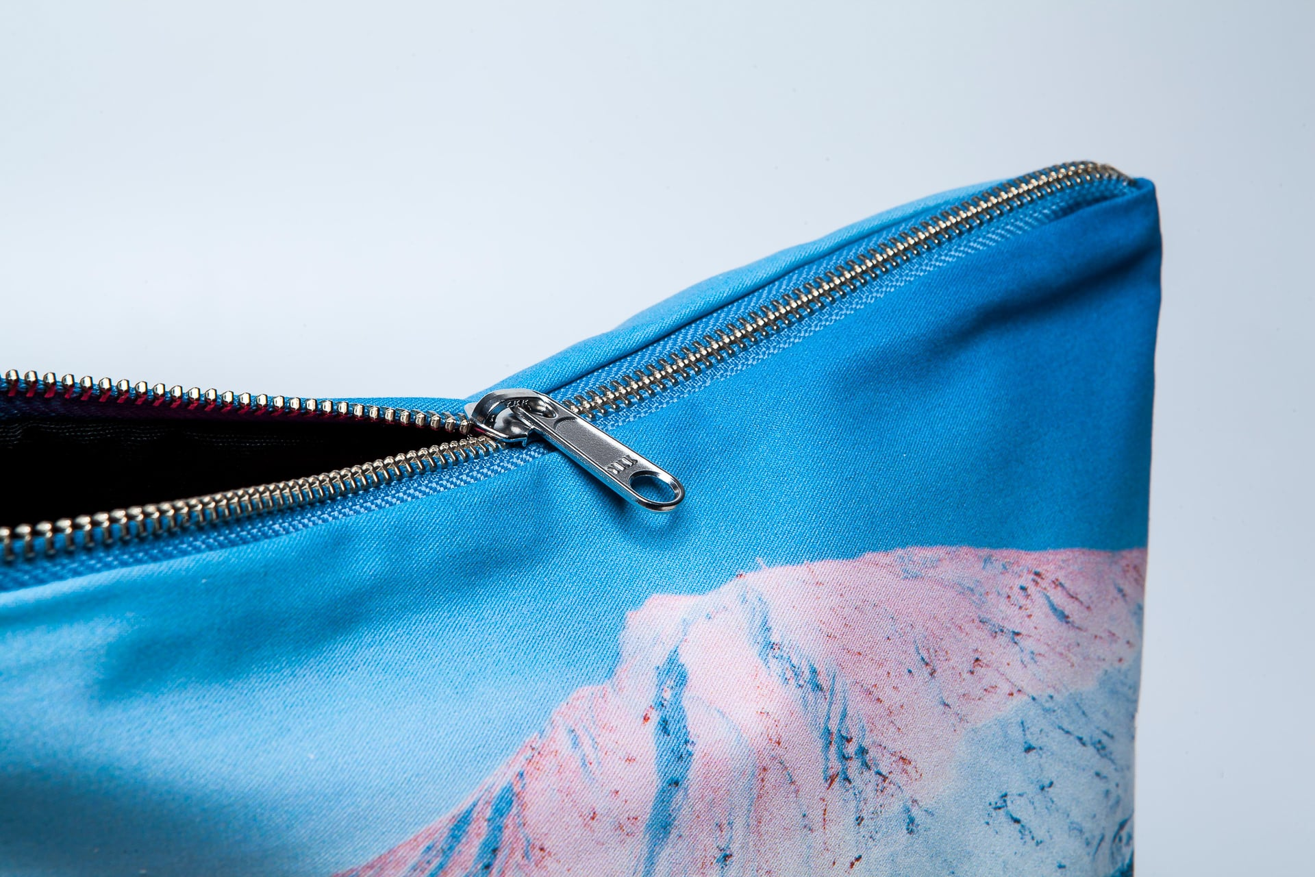 Snow-covered-Teide-detail-pouch